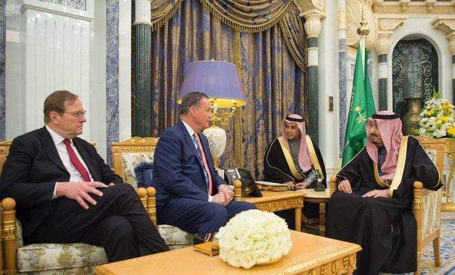 Saudi Arabia's King Salman meets chairman of Atlantic Council