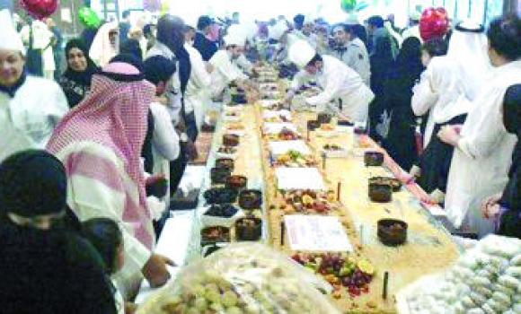 Hotel in Madinah welcomes visitors with large kunafa in Eid Holiday